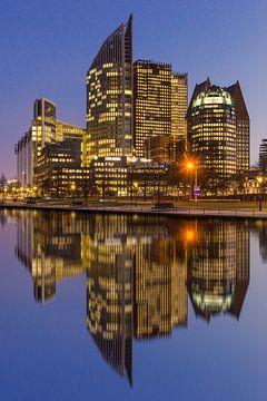 Den Haag Centrum in weerspiegeling