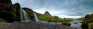Panorama Kirkjufellsfoss met Kirkjufell Mountain op de achtergrond