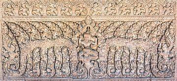 Beeldhouwwerk in de tempel in Cambodja van Rietje Bulthuis