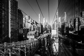 Zwischen den Wolkenkratzern Manhattans (schwarzweiß) von Sascha Kilmer