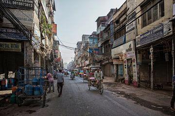 Verkeer in New Delhi, India van Tjeerd Kruse