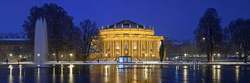 Das Stuttgarter Opernhaus im Schnee während der Blauen Stunde von Keith Wilson Photography