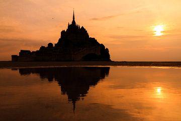 Mont Saint-Michel zondergang reflectie van Dennis van de Water