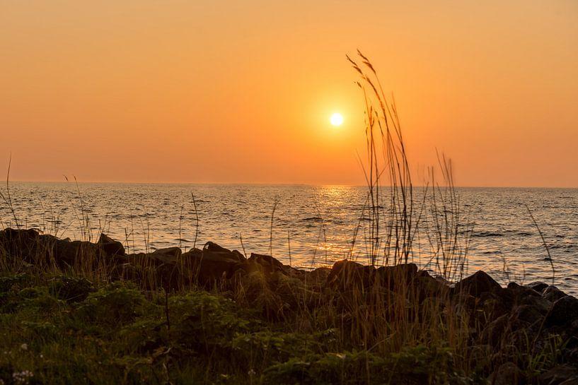 Zon's ondergang boven Ketelmeer van Michael Verbeek
