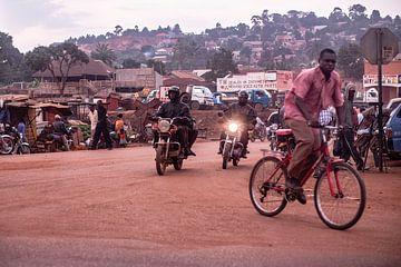 paysage de rue dans les zones rurales de l'Ouganda sur Eric van Nieuwland
