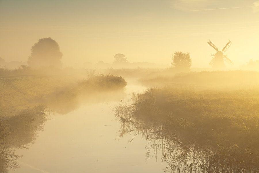 Mist bij de Noordermolen van Ron Buist