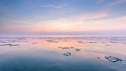 Zonsondergang met waterige zon