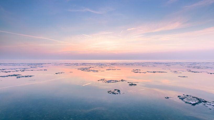 Zonsondergang met waterige zon van Bert Nijholt