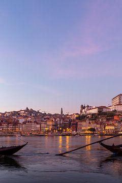 Porto stad bij nacht van Alexander Bogorodskiy