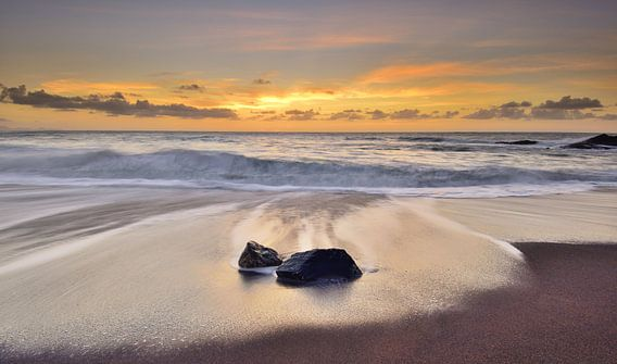 Zonsondergang strand Fuerteventura van John Leeninga