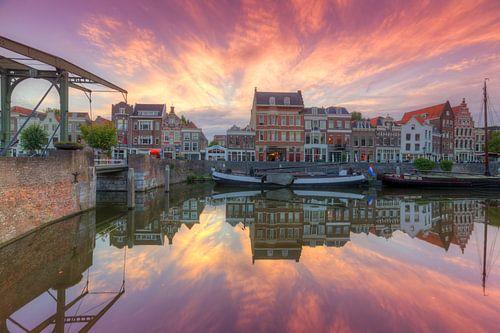 Zonsondergang in het pittoreske Delfshaven Rotterdam van