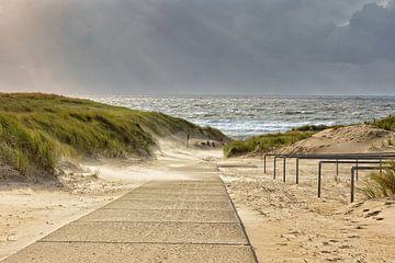 strandopgang JulianaDorp bij een storm van eric van der eijk