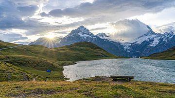 Zonsopkomst met tentje bij Bachalpsee in Zwitserland van Jessica Lokker