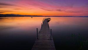 Eenzame visser op het meer van Trasimeno van Jenco van Zalk