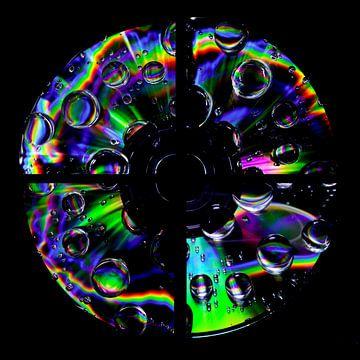CD de musique avec des gouttes d'arc-en-ciel sur