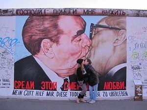 Kissing the wall van Taco Ruiten