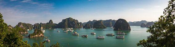 Voor anker in de Ha Long Bay, Vietnam