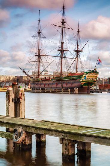 Boat in Amsterdam, Netherlands van Lorena Cirstea