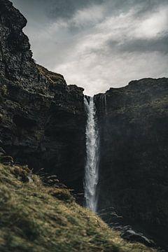 IJslandse waterval IV van Colin van Wijk