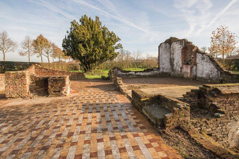 Restanten van een oude boerderij in buurtschap Miste nabij Winterswijk van Tonko Oosterink