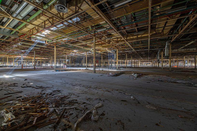 Urbex-foto van verlaten autofabrikantenfabriek van Patrick Beukelman