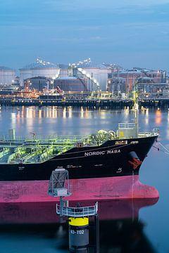 Olietanker in de Rotterdamse haven van Jeroen Kleiberg