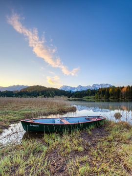 Boat at Lake Gerold in Bavaria van