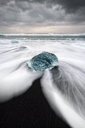 Blok ijs op het zwarte strand van Ralf Lehmann