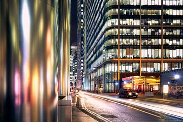Canary Wharf, Londen 's nachts. van