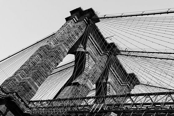 Brooklyn Bridge, New York (zwart-wit) van Mark De Rooij