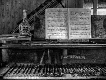 Lost Place - Klavier - stille Liebe von Carina Buchspies