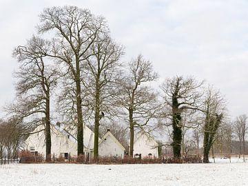 Hofstede Wiltenburg aan de Koninslaan in Bunnik in de sneeuw van Marijke van Eijkeren