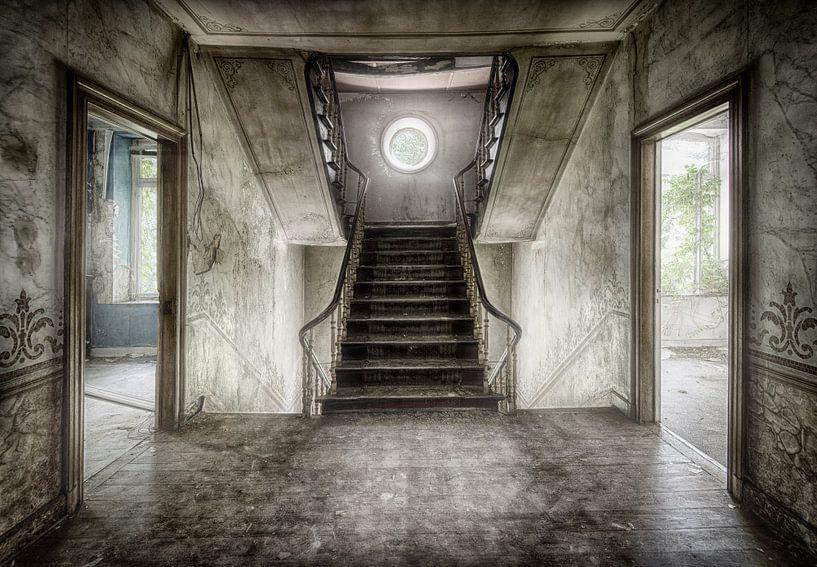 Sfeervol trapportaal oud huis van Marcel van Balken