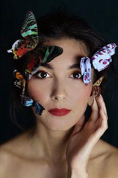 Portrait de femme aux papillons sur Iris Kelly Kuntkes