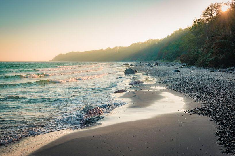 Sonnenaufgang an der Küste von Martin Wasilewski
