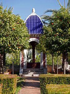 Koepel met blauw dak in de botanische tuin van Albarda