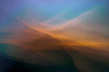 Explosion von Licht, Sonnenuntergang in den Dünen. von Kees de Ruijter