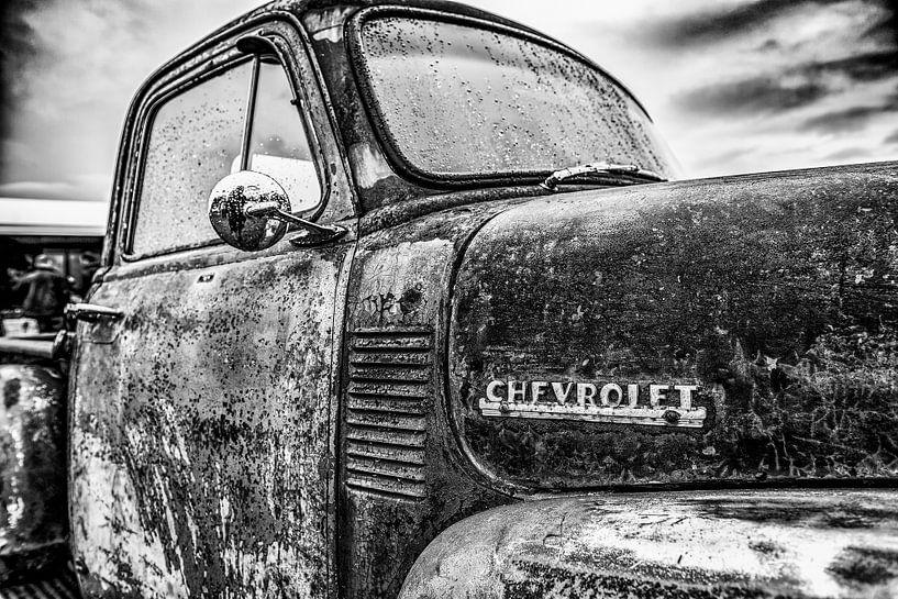 Chevrolet pickup detail in zwartwit van autofotografie nederland