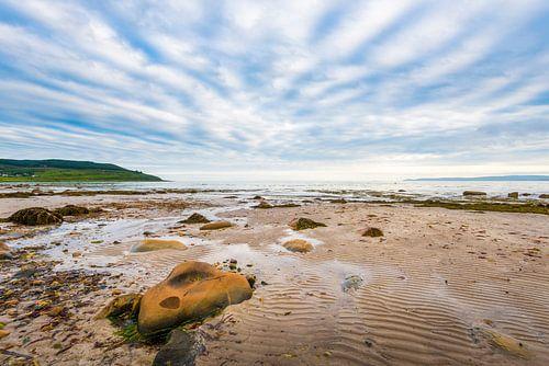 strand en lucht op Arran in Schotland van