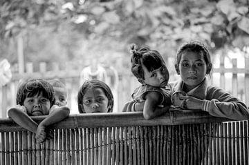 Kinderen op een van de Duizendeilanden boven Djakarta Indonesie von tjeu de Heus