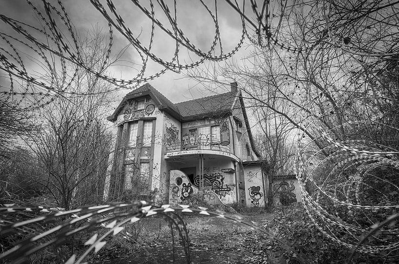 Verlaten villa van Mark Bolijn