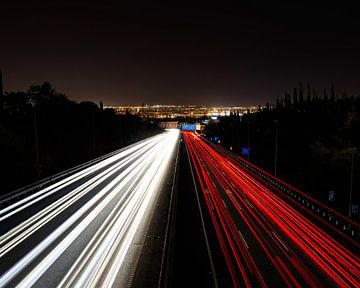 Lichtstrepen op een snelweg van Jordy Blokland