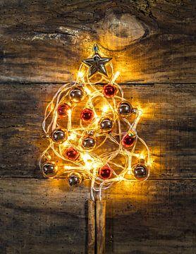 Feestelijke heldere kerstboomverlichting van Alex Winter