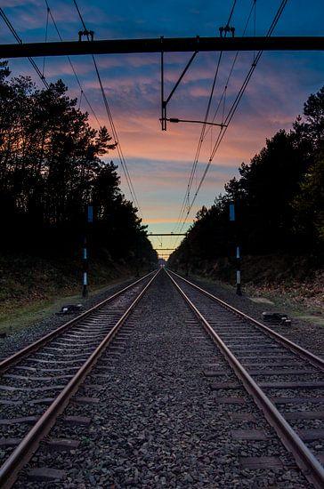 Spoorweg naar de zonsondergang van Ricardo Bouman | Fotografie