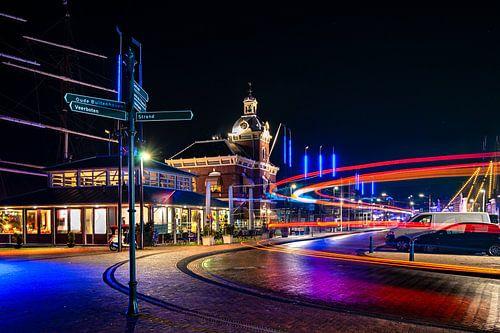Oud havenkantoor en haven in Harlingen
