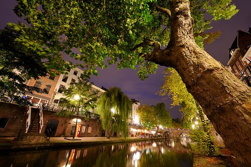 Oudegracht in Utrecht tussen Weesbrug en Hamburgerbrug van Donker Utrecht