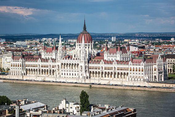 Parlementsgebouw in Boedapest van Leon Weggelaar