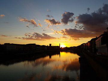 Zonsondergang, Arno Rivier, Pisa, Italie van Danielle Bosschaart