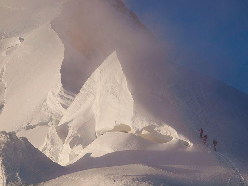 Bergsteiger am Mont Blanc von Menno Boermans