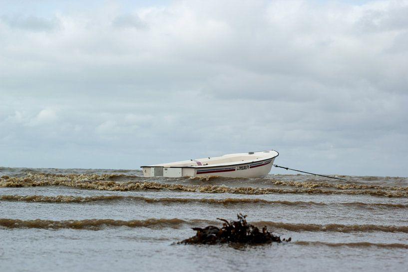 Boot op de noordzee in Denemarken von Erik Koks